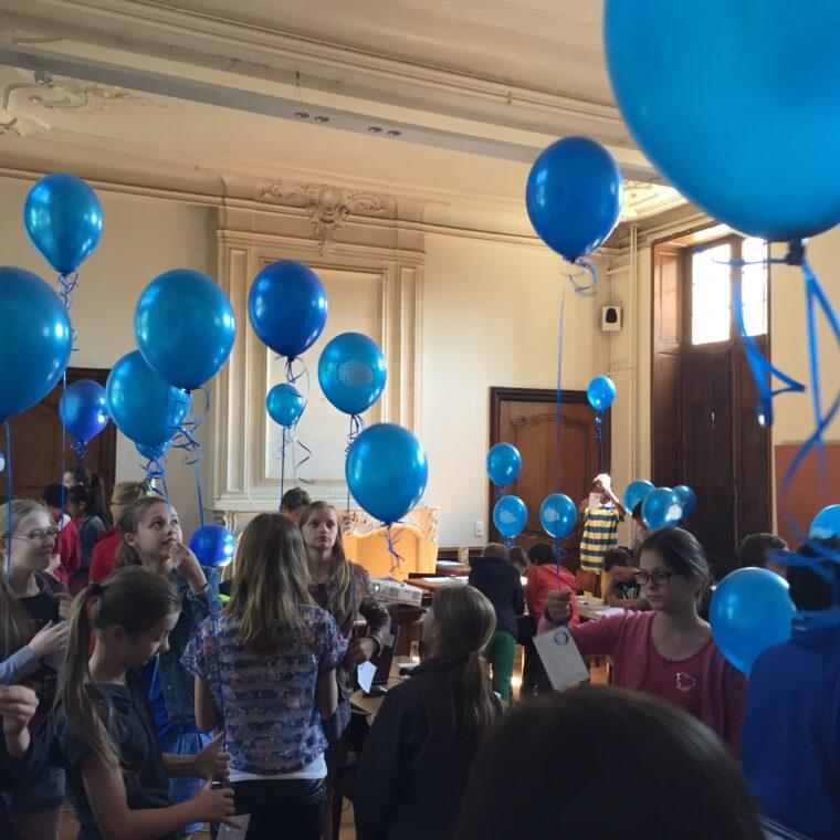 Kinderen Met Ballonnen Binnen